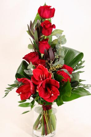 Virágposta - Amarillisz és vörös rózsák - hosszúkás csokorban