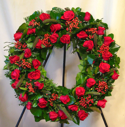 Virágposta - Görögkoszorú vörös rózsákkal