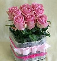 Virágposta - Swarovskis pink rózsák üvegkockában