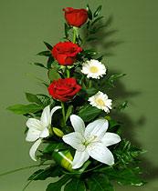 Virágposta - Fehér liliomok, vörös rózsák - virágcsokor