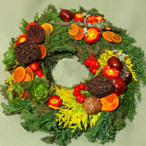 Virágposta - Megemlékezési koszorú, termésekkel és szalmavirágokkal