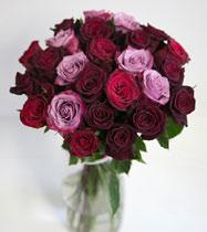Virágposta - Mélybordó és lila - rózsacsokor trendi színekben, 60 cm-es rózsákkal