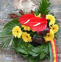 Virágposta - Babérkoszorú anthuriummal és gerberával