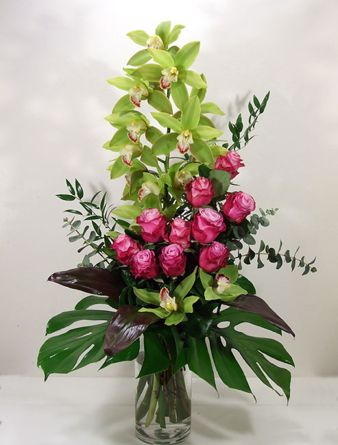 Virágposta - Luxus csokor zöld orchideákkal és rózsákkal