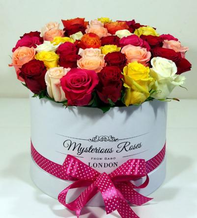 Virágposta - Szivárvány rózsabox - színes rózsák hengerdobozban