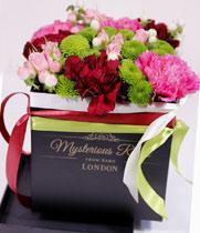 Virágposta - Csodálatos tavasz! - virágbox rózsákkal, santinivel