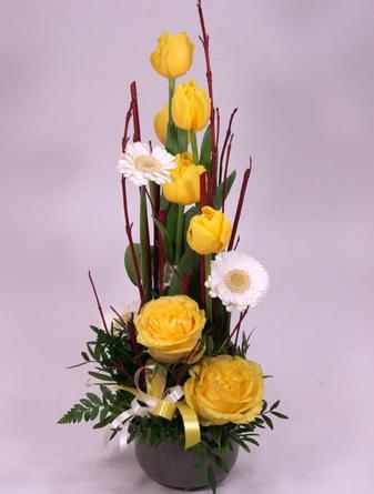 Virágposta - Tavaszi virágtál sárga tulipánokkal és rózsákkal
