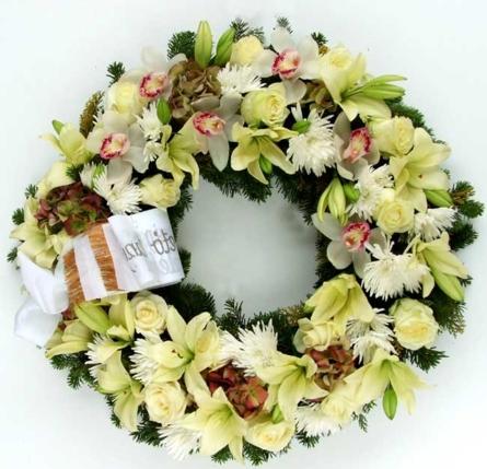 Virágposta - Görögkoszorú fehér és krém virágokkal