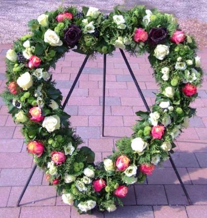Virágposta - Szív koszorú 7. - fehér és narancsos rózsákkal